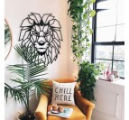 Décoration murale métal lion dans un intérieur sauvage