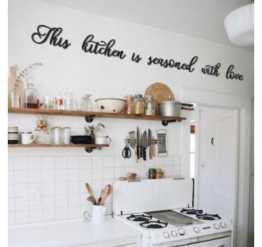 Décoration design en métal pour votre cuisine afin d'apporter de l'amour dans cette pièce
