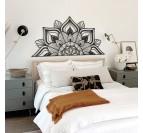 Décoration murale métallique version mandala en guise de tête de lit pour votre chambre