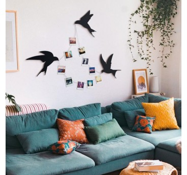 Metallic wall decoration of birds to create a natural and zen interior