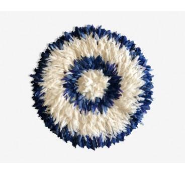Juju hat bleu et blanc avec différentes couronnes pour créer une décoration murale africaine