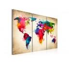 Carte du monde design et colorée en tableau moderne Artwall and Co avec du vert, rouge et bleu