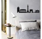 Skyline décoration murale design en métal de la ville de Bordeaux dans une chambre contemporaine