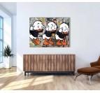 Tableau street art de Riri, Fifi et Loulou dans une décoration murale de salon tendance
