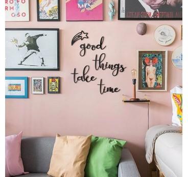 Décoration murale métal de la phrase good things take time pour une touche moderne et pleine de peps