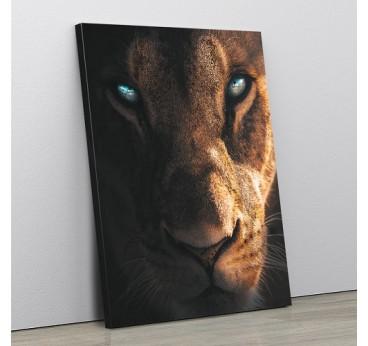 Tableau design de lion avec un regard ravageur pour créer une décoration murale sauvage et contemporaine