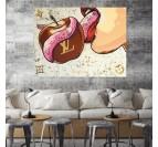 Tableau d'artiste en toile imprimée moderne de la marque Louis Vuitton avec une pomme et un fond coloré