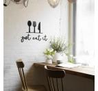 Art mural métallique avec des couverts et la phrase just eat it pour une déco murale de cuisine