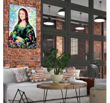 Tableau effet street art de la célèbre Mona Lisa dans une décoration murale industrielle