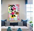 Tableau street art de Minnie dans une décoration murale moderne avec des marques de luxe