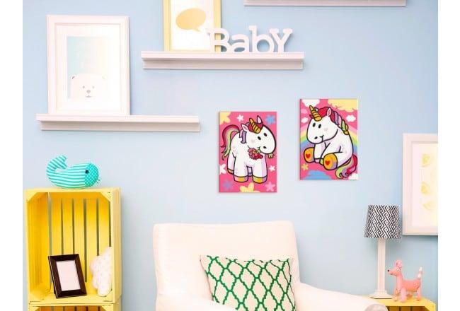 Tableau à peindre de petites licornes pour une décoration murale d'enfant