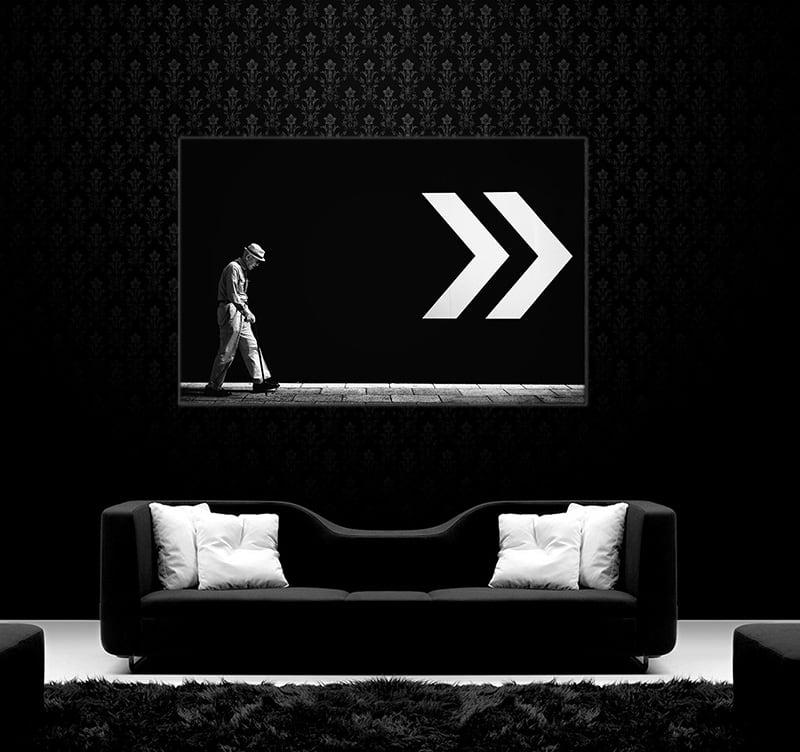 Magnifique photo d'art moderne d'un personnage suivant dans sa marche la direction du mur pour décorer vos murs avec un style contemporain