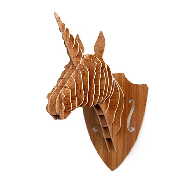 Trophée mural design en bois d'une licorne unique pour décorer la chambre de vos enfants avec style