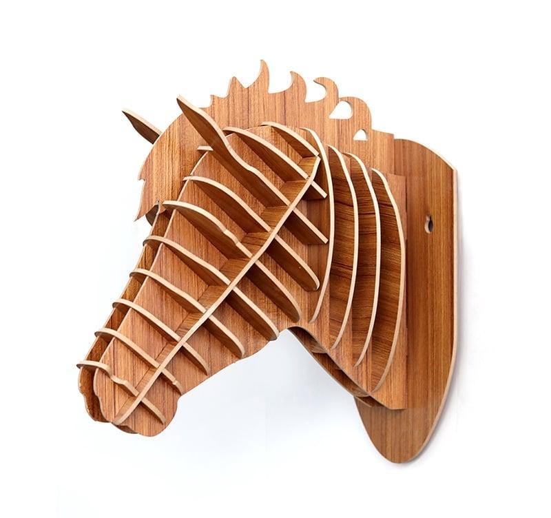 Décoration murale bois d'un cheval au format trophée pour un intérieur design