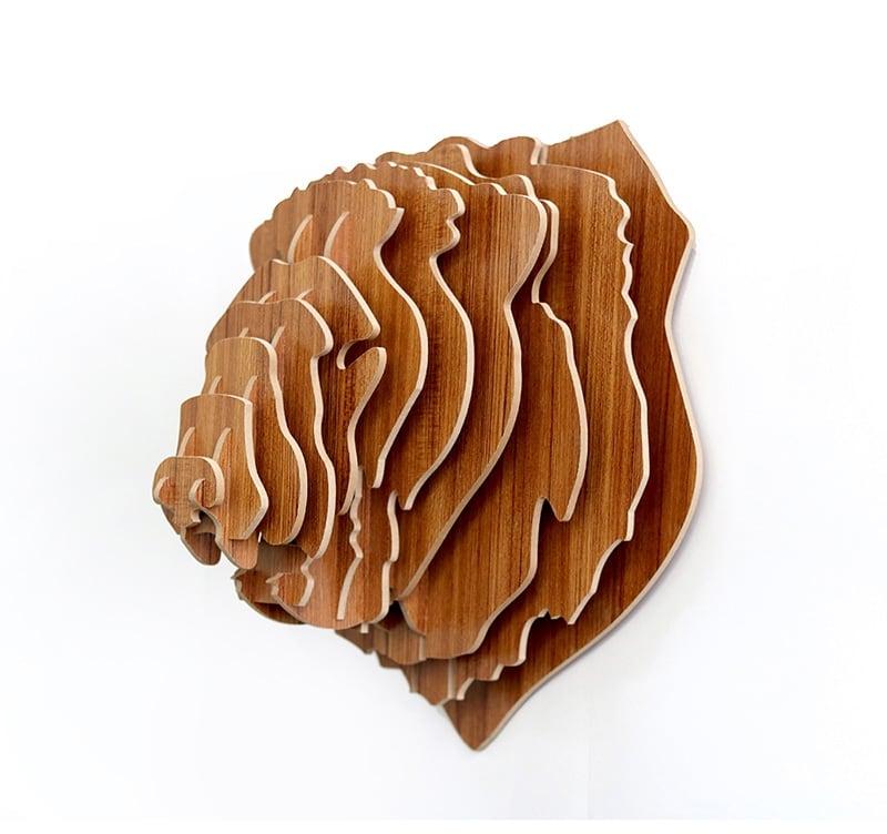 Décoration murale tête de lion en bois pour créer un espace nature design