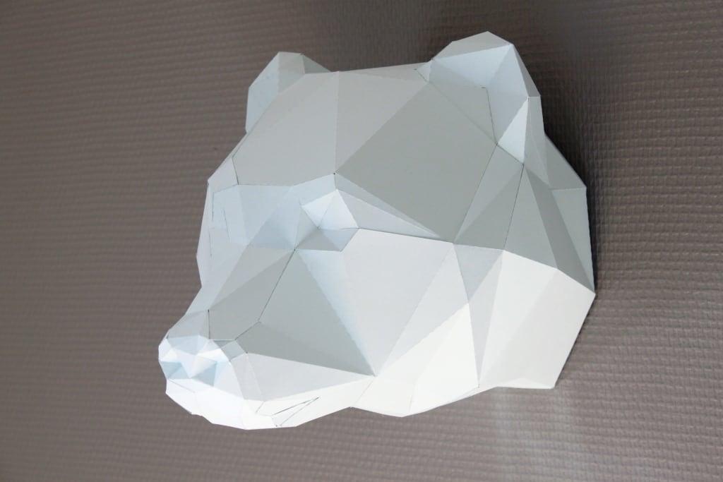 Trophée papier design d'un ours pour une décoration murale sauvage et contemporaine