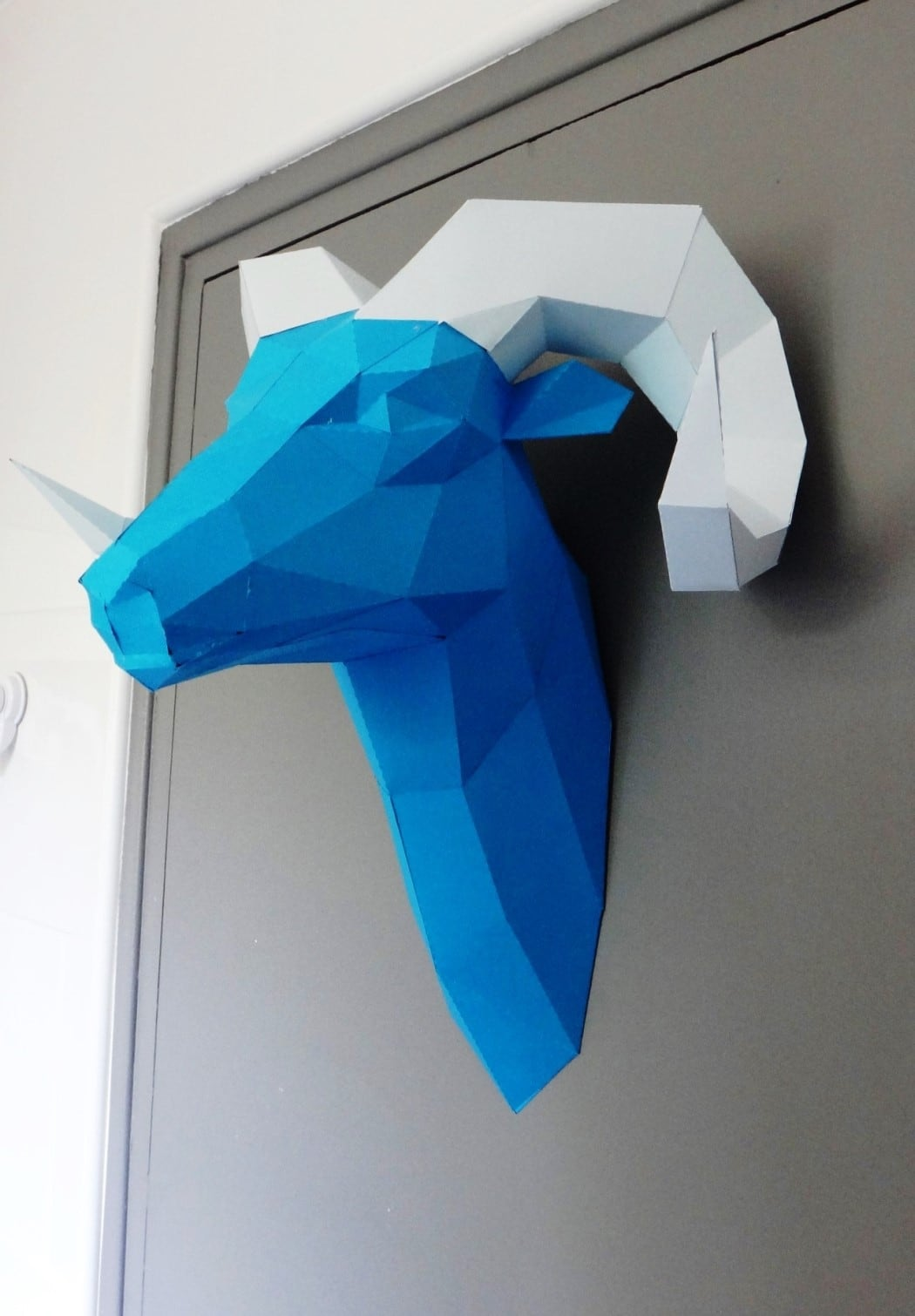 Paper wall trophy of a ram to decorate your home with an handmade decoration