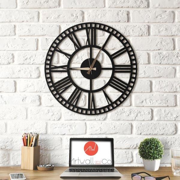 Horloge murale design en métal pour une déco industrielle