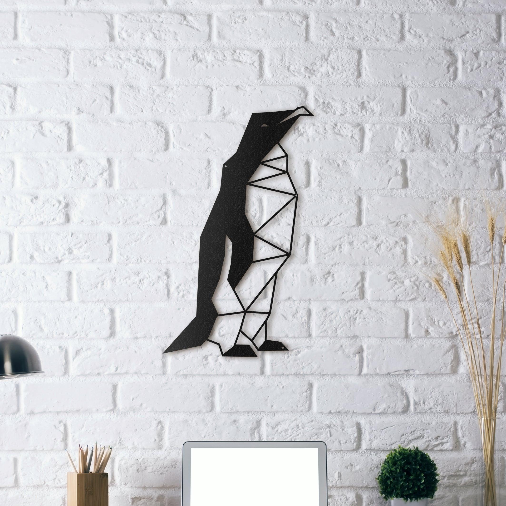 Décoration murale métallique d'un pingouin design marchant sur la banquise