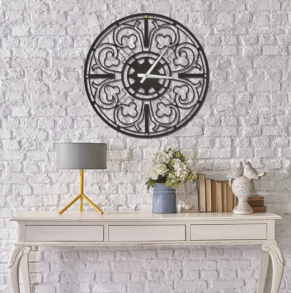 Metal motif wall clock in metal for a stylish interior