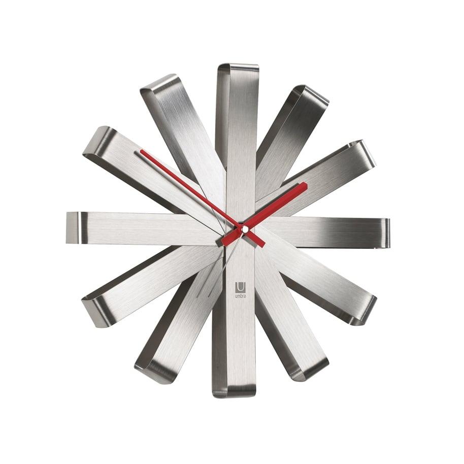 Horloge murale design en alu ribbon pour un intérieur moderne