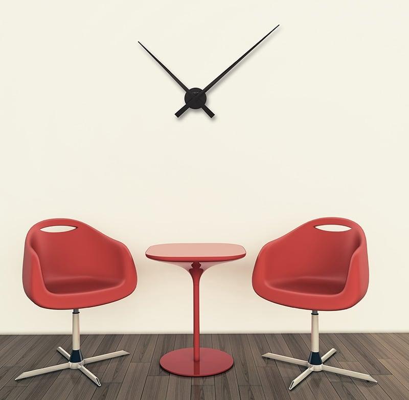 Grande horloge murale avec aiguilles design pour votre intérieur