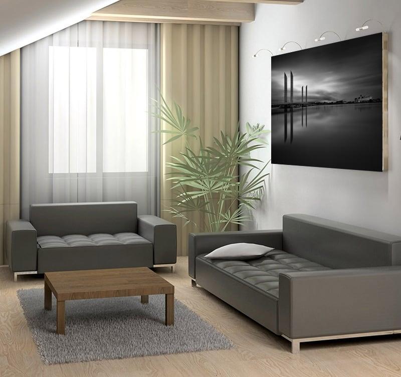 Photo d'art moderne en noir et blanc d'un lac laissant place à un pont architectural unique pour décorer votre intérieur avec une photo design