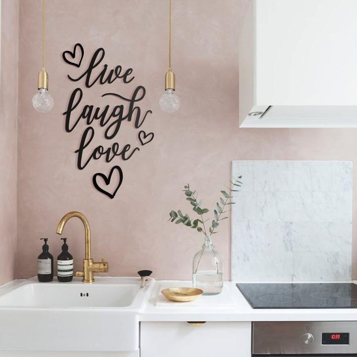 Décoration murale métallique live laugh love pour un intérieur contemporain et glamour