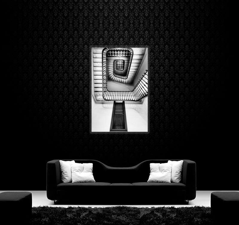 Photo d'art moderne d'un escalier en noir et blanc avec une porte dérobée pour une décoration intérieure design