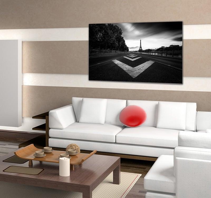 Magnifique photo d'art design en édition limitée d'un route avec des marques blanches menant à la tour Eiffel pour votre décoration intérieure