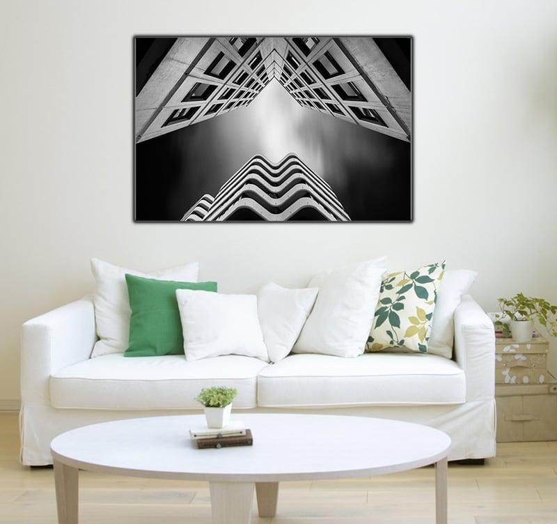 Photo abstraite de deux bâtiments aux architectures différentes pour créer une décoration murale design et moderne en noire et blanche