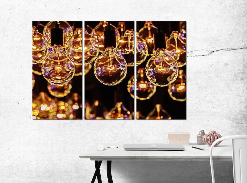 Tableau industriel d'ampoules allumées pour décoration murale