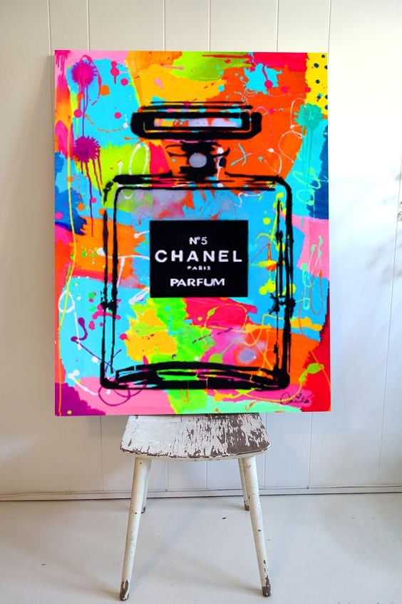 Toile imprimée contemporaine du parfum chanel 5 en version pop art
