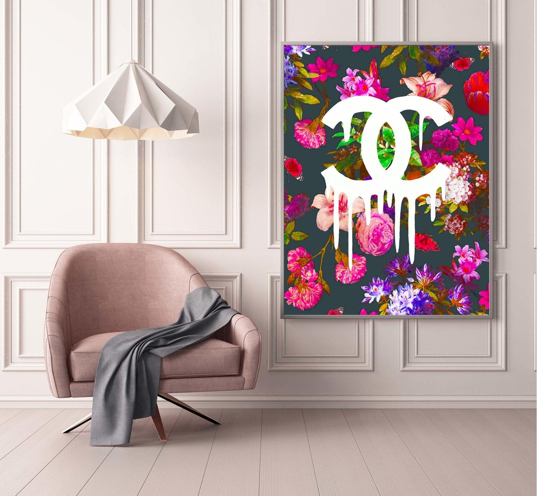 Tableau pop art et contemporain de la marque chanel avec des fleurs