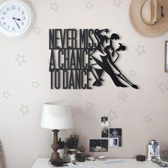 Deco métal danse pour un intérieur inspirant avec cette citation design