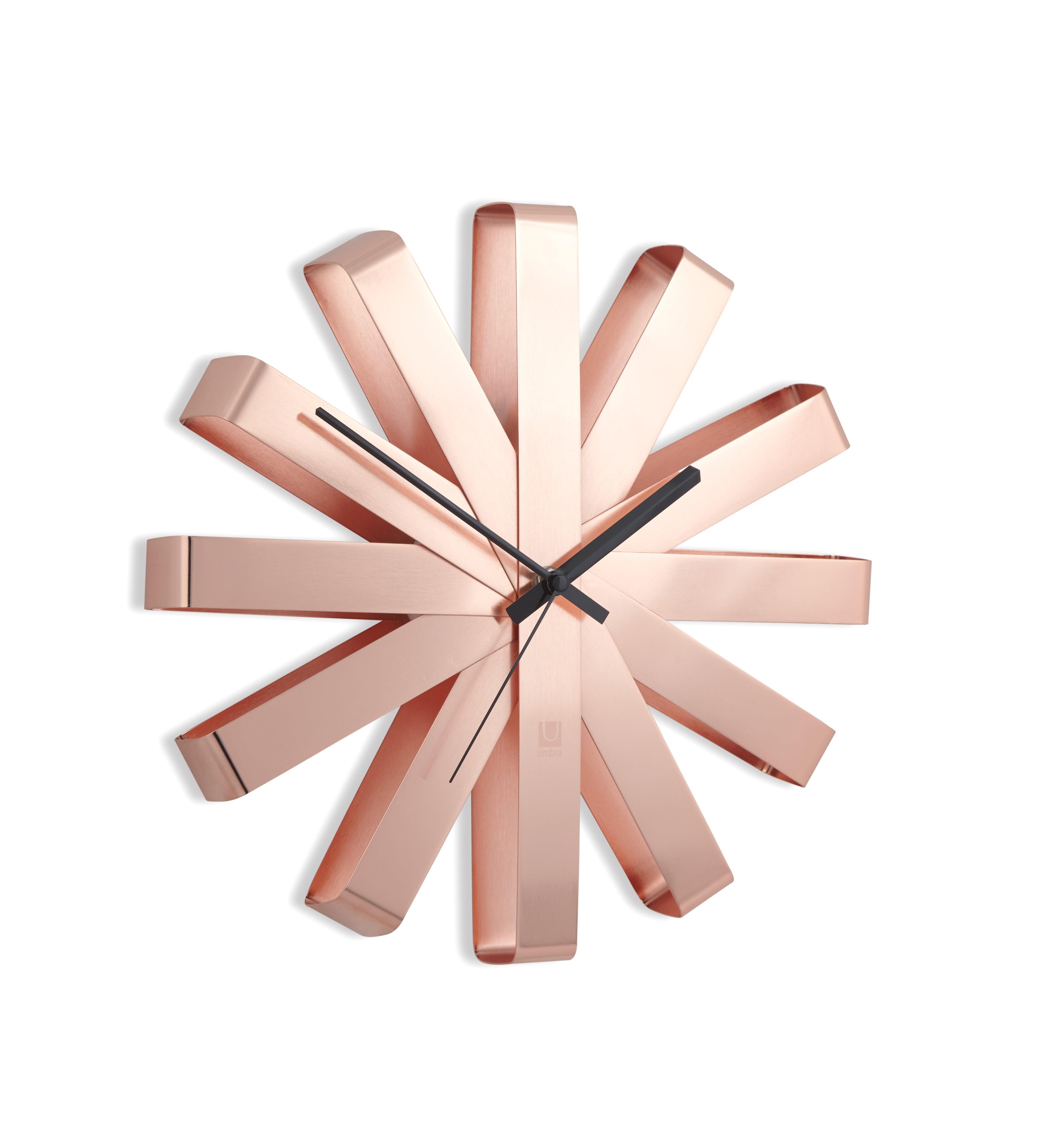 Horloge murale design rose en alu pour une décoration contemporaine
