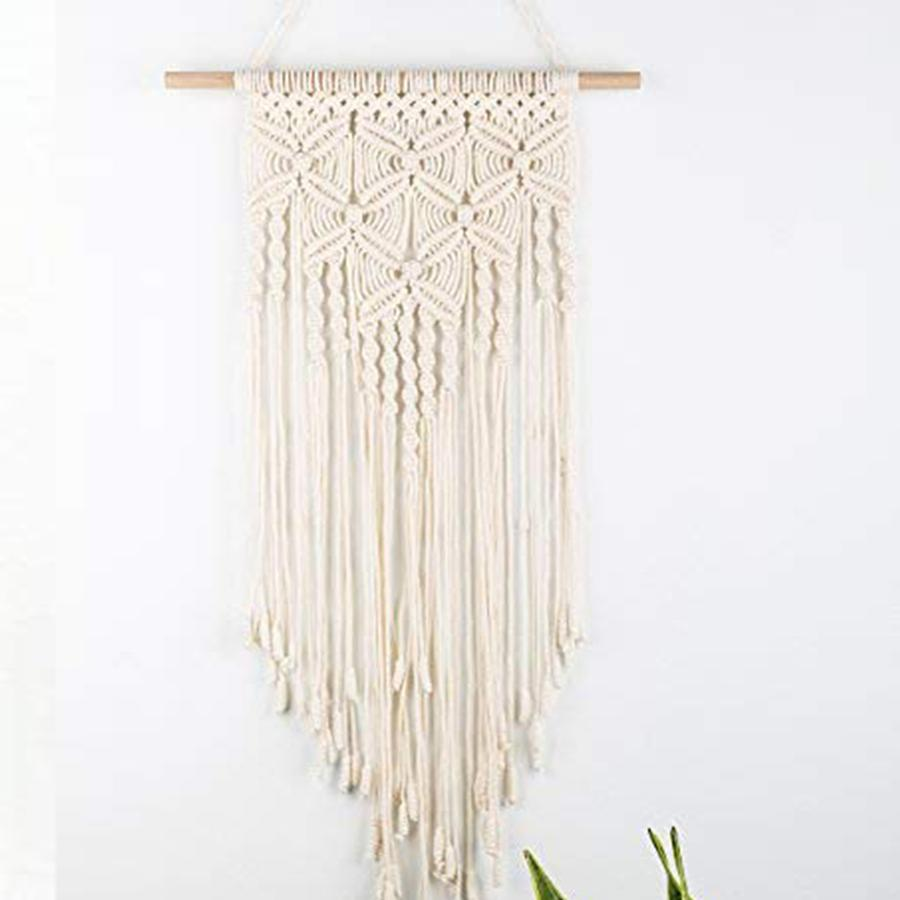 Wall minimaliste macrame with a triangle format for a unique interior
