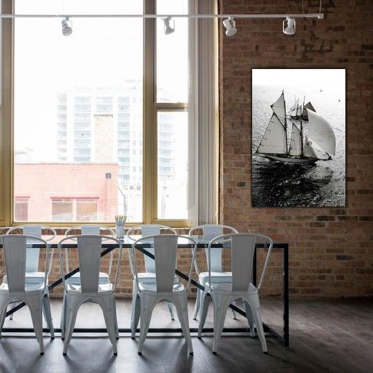 Tableau aluminium d'un voilier sur l'eau en déco murale haut de gamme