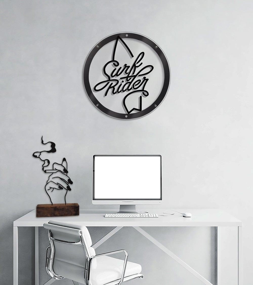 Décoration murale métal rider avec sa planche de surf pour un intérieur cool
