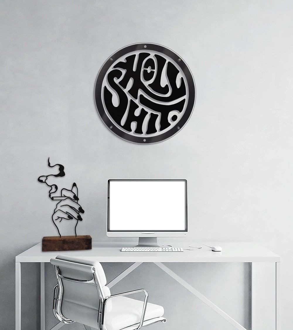 Holy shit decoration murale métallique dans un bureau tendance pour intérieur