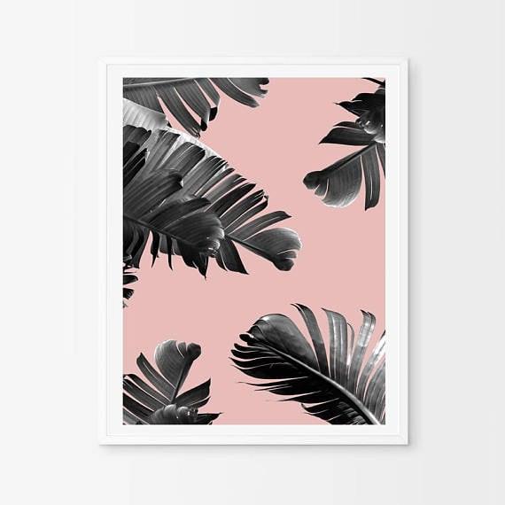 Tableau aluminium design et tropicale de bananier sur un fond rose en déco