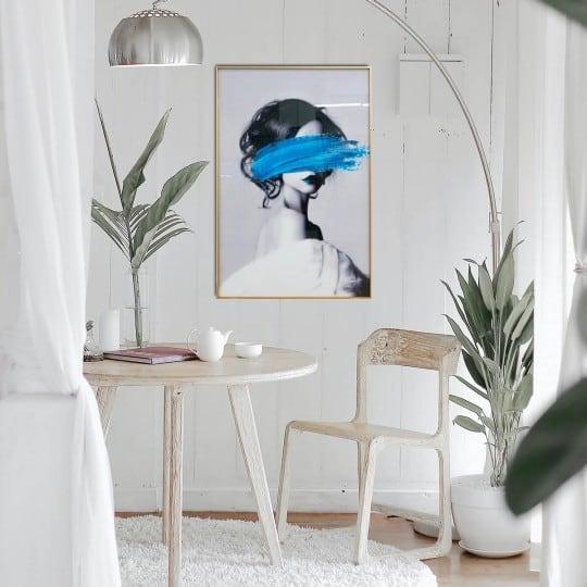Tableau déco design d'une femme fashion avec une peinture bleue