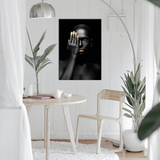Design wall art in black and gold of an elegant and modern woman
