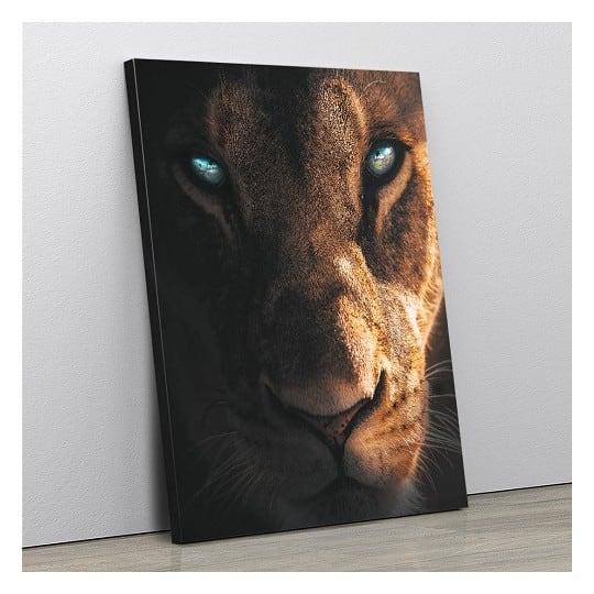 Tableau de lionne avec un regard unique en toile imprimée d'artiste